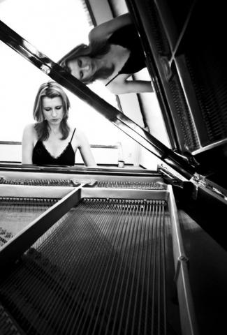 Aan de piano